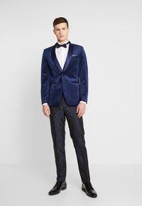 Burton Menswear London - TOP SHAWL LAPEL - Chaqueta de traje - navy - 1