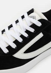Viking - RETRO TRIM - Sportovní boty - black/eggshell - 5