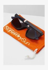 Superdry - YAKIMA - Sluneční brýle - matte black/triple fade revo - 1