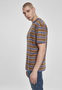 Urban Classics - YARN DYED BOARD STRIPE - T-shirts basic - summerolive/vintageblue - 2