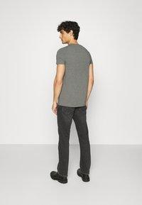 Tommy Hilfiger - STRETCH TEE - T-shirt basic - grey - 2