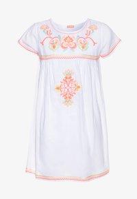 Sunuva - GIRLS EMBROIDERED PERUVIAN STITCH DRESS - Akcesoria plażowe - white - 0