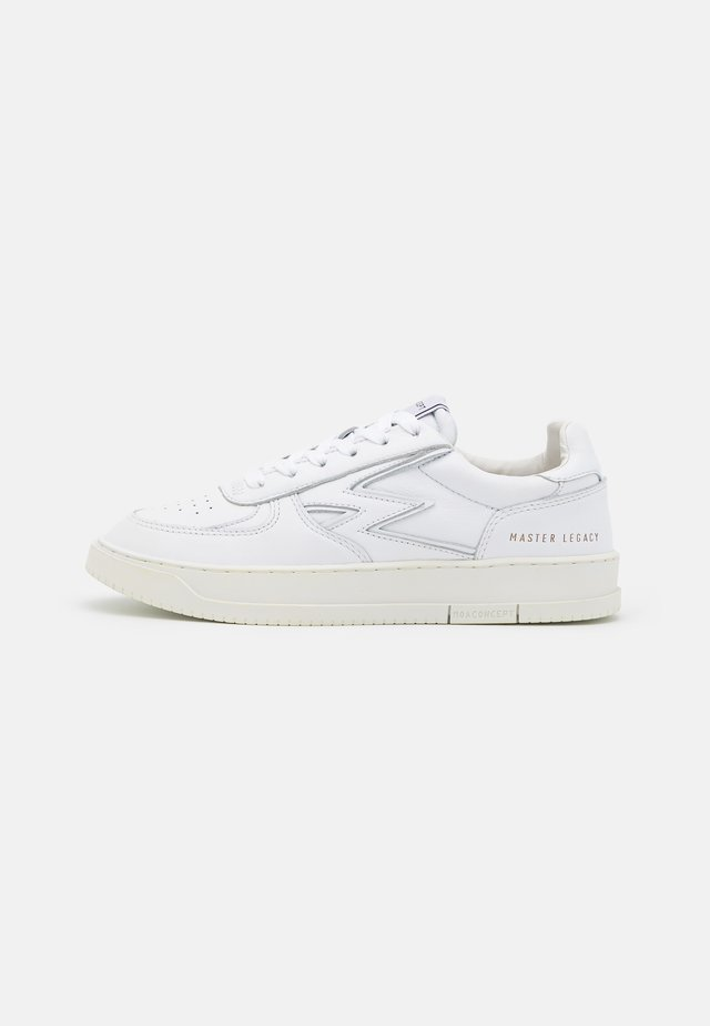 MASTER LEGACY - Sneakers laag - white