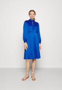 Closet - HIGH COLLAR A-LINE DRESS - Cocktail dress / Party dress - cobalt - 0