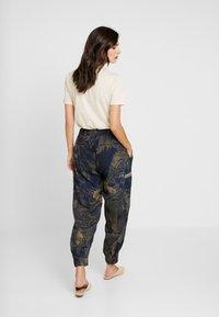 Desigual - PANT YANIN - Spodnie materiałowe - marino - 3