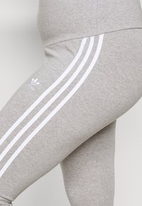 adidas Originals - STRIPES TIGHT - Leggings - Trousers - grey/white - 6