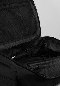 Dakine - RANGER TRAVEL PACK 45L UNISEX - Backpack - black - 3