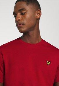 Lyle & Scott - T-shirt - bas - chilli pepper red - 5