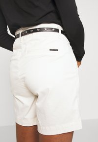 Scotch & Soda - WITH A BELT - Shorts - antique white - 5