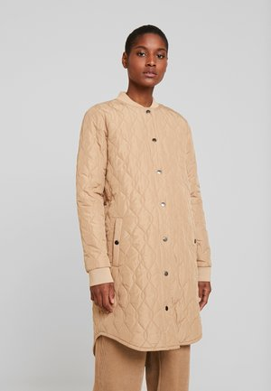 SHALLY QUILTED COAT - Winter coat - tannin