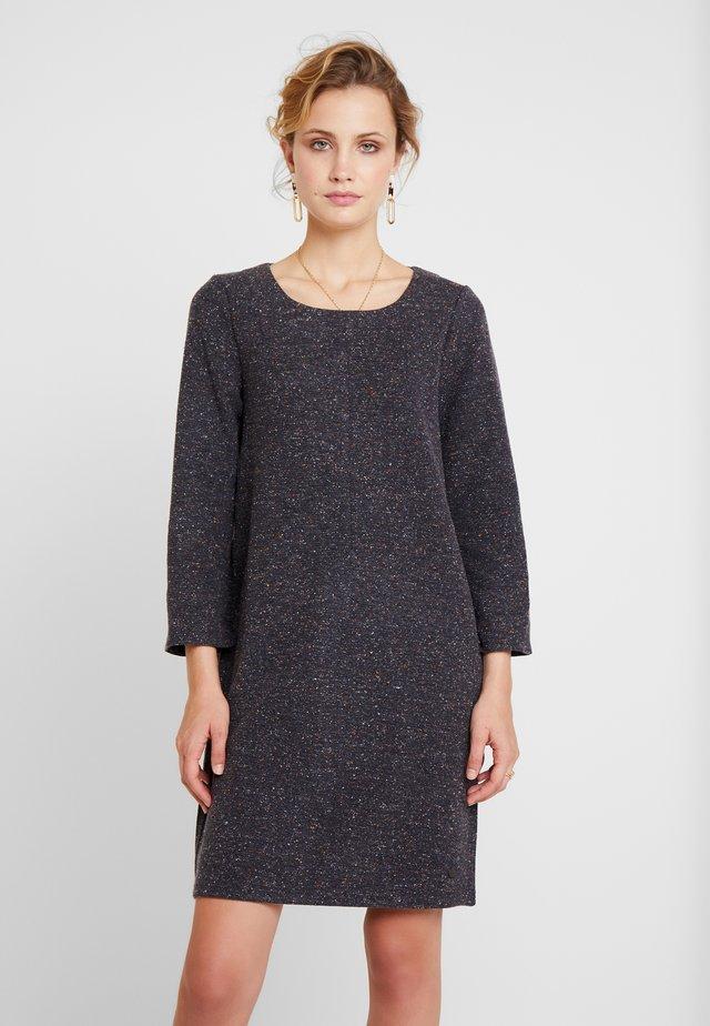 NUKWANO  DRESS - Pletené šaty - grey