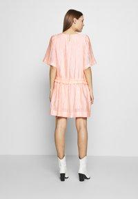 Stella Nova - Denní šaty - candy coral - 2