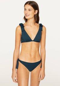 OYSHO - NECKHOLDER-BIKINIOBERTEIL MIT SCHLEIFEN 30704333 - Bikini top - dark blue - 0