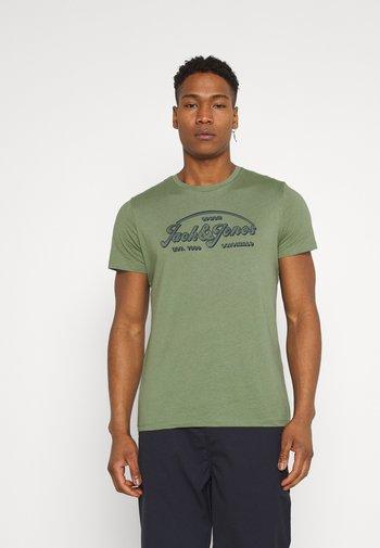 JORBRIANS TEE CREW NECK - Print T-shirt - sea spray