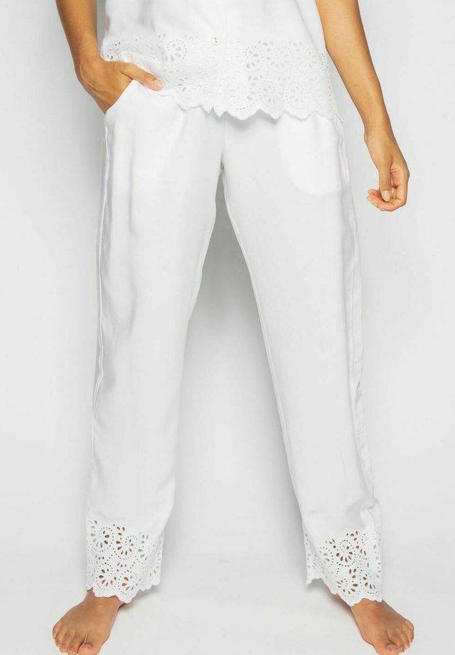 Pyjamahousut/-shortsit - white