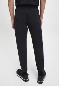 Calvin Klein - Pantaloni sportivi - ck black - 2