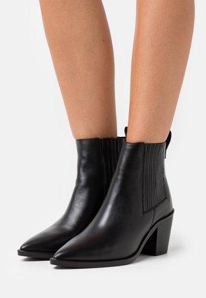 PISTOL BOOTS - Cowboy/biker ankle boot - black