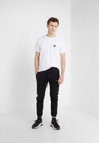 Bricktown - SMALL YIN YANG - T-Shirt basic - white - 1