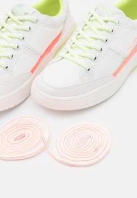 Pepe Jeans - MARBLE FAST - Trainers - white - 5