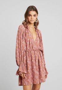 Missguided - PURPOSEFUL PLUNGE FRILL SLEEVES MINI DRESS - Day dress - blush - 0