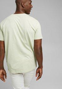 Esprit - ARTWORK - Print T-shirt - pastel green - 5