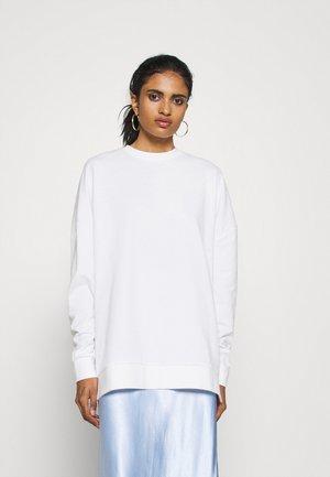SLIT SIDED LONG OVERSIZED SWEATSHIRT - Sweatshirt - white