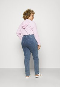 Missguided Plus - DISTRESSED DETAIL WASHED  - Relaxed fit jeans - blue - 2