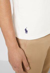 Polo Ralph Lauren - SHORT SLEEVE - Print T-shirt - deckwash white - 5