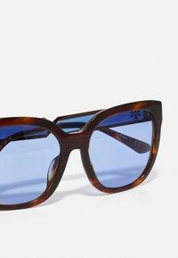 Tory Burch - Sluneční brýle - dark wood - 4