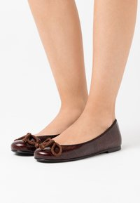 Pretty Ballerinas - TEMPO - Ballet pumps - brown - 0