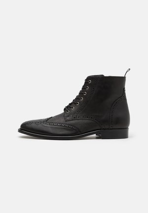 HOCKLEY BROGUE BOOT - Botines con cordones - black
