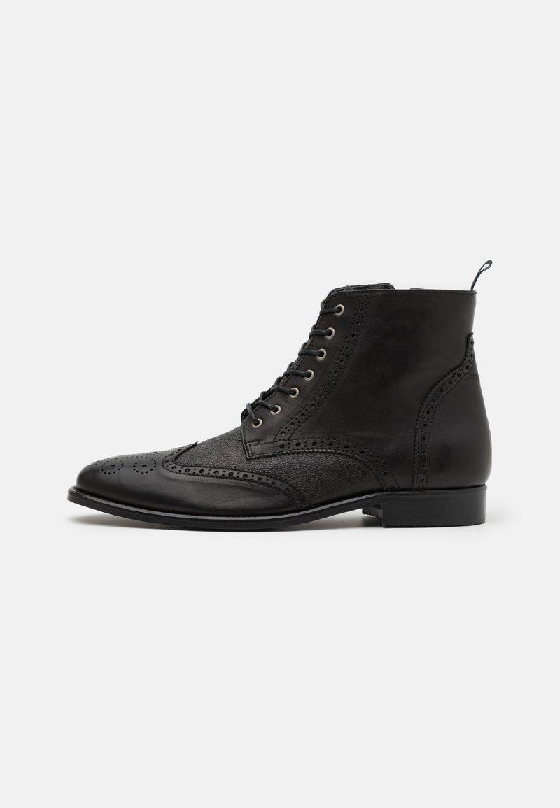 Shelby & Sons - HOCKLEY BROGUE BOOT - Šněrovací kotníkové boty - black