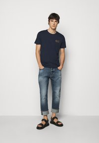 EA7 Emporio Armani - Print T-shirt - dark blue - 1