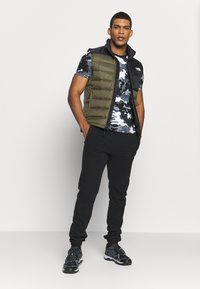 The North Face - ACONCAGUA VEST - Waistcoat - black / new taupe green - 1