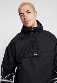 adidas Originals - OUTLINE - Cortaviento - black - 5