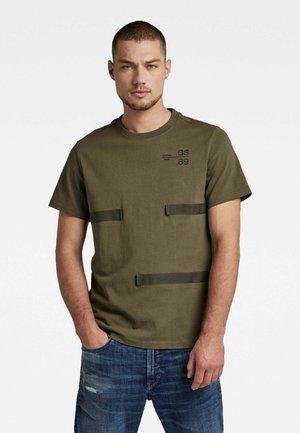 TAPE DETAIL - T-Shirt print - combat