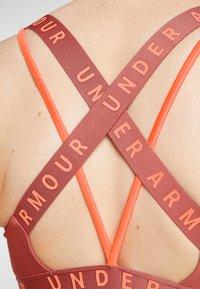 Under Armour - Urheiluliivit: keskitason tuki - fractal pink/peach plasma - 5