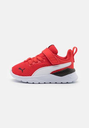 ANZARUN LITE UNISEX - Neutral running shoes - poppy red/white