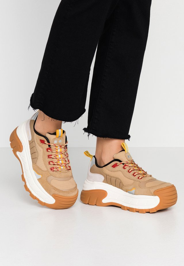 REX - Sneakersy niskie - sand