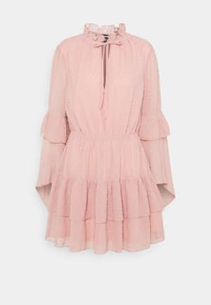 KEYHOLE FLUTTER SMOCK DRESS DOBBY - Cocktailkjole - blush
