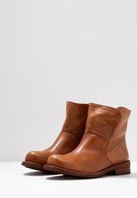 Felmini Wide Fit - GREDO - Korte laarzen - cognac - 4