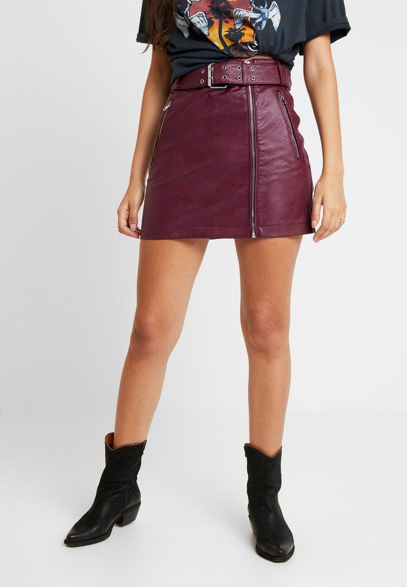 Topshop - HARDWEAR DETAIL - Mini skirt - burgundy
