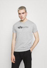 Alpha Industries - ALPHA LABEL 2 PACK - Print T-shirt - grey heather/rep blue - 1