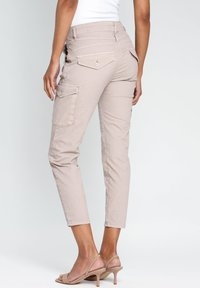 Gang - AMELIE - Cargo trousers - pink - 3