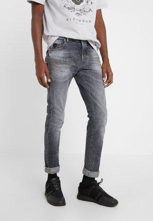 CLAUDIUS - Slim fit jeans - grey denim