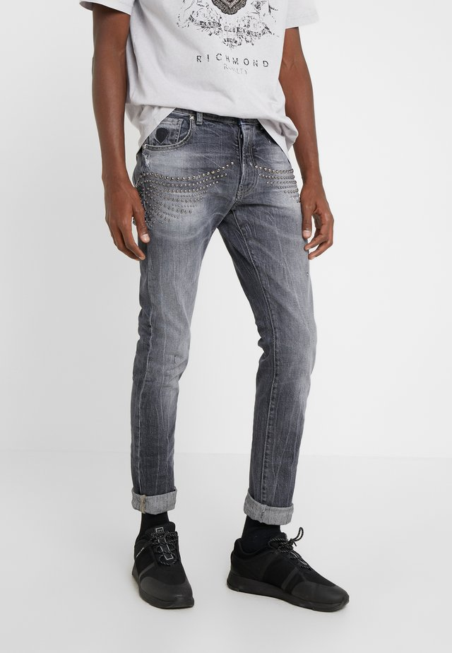 CLAUDIUS - Slim fit jeans - grey denim