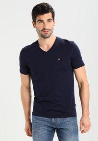 Napapijri - SENOS V - T-shirt basic - blu marine - 0