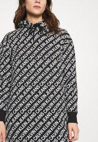 Calvin Klein Jeans - LOGO AOP OVERSIZED DRESS - Kjole - black/white - 5