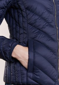 MICHAEL Michael Kors - SHORT PACKABLE PUFFER - Down jacket - dark navy - 5