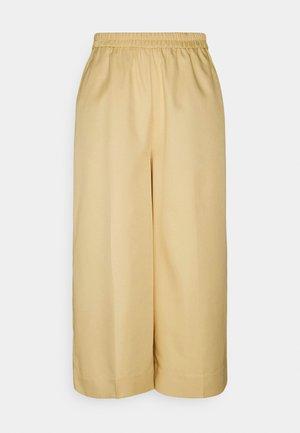 PCLINIANNE CULOTTE PANT - Kalhoty - almond buff